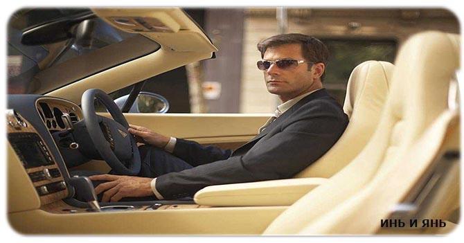Мужчина на машине