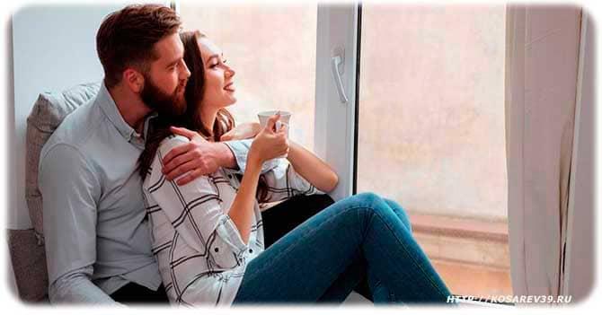 Влюбленные у окна