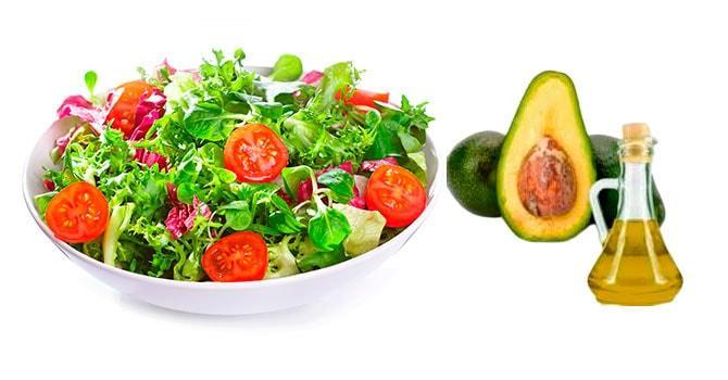 Салат из помидоров с маслом авокадо
